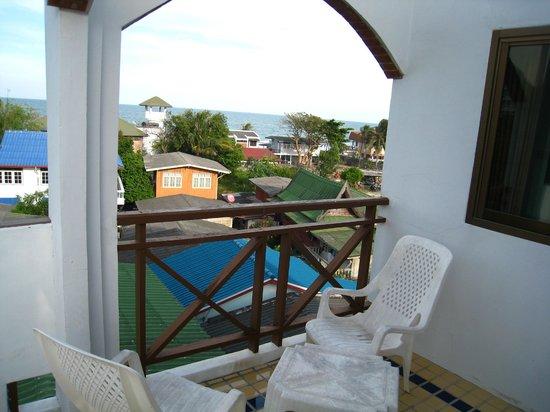 Baan Na Takiab: Terrace overlooking the sea