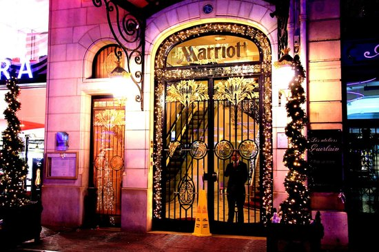 Paris Marriott Champs Elysees Hotel: Paris Marriott entrance