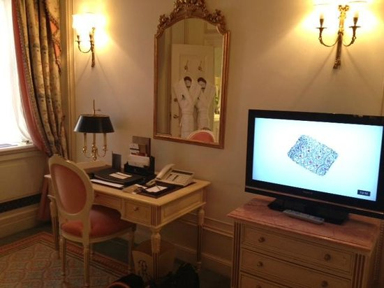 The Ritz London: TV and desk area