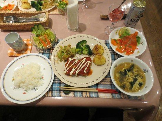 Biei Potato no Oka : 夕ご飯(サラダ/スープ/スモークサーモン/チキン南蛮)あと、大豆ブレンドコーヒーにデザートのゼリーがつきました♪