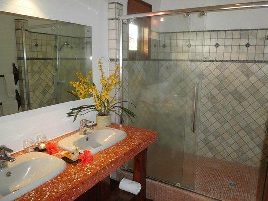 Le Duc de Praslin: Bathroom