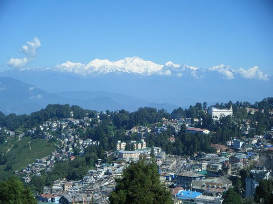 Aliment Hotel: View of Darjeeling and Kanchengunga from rooftop