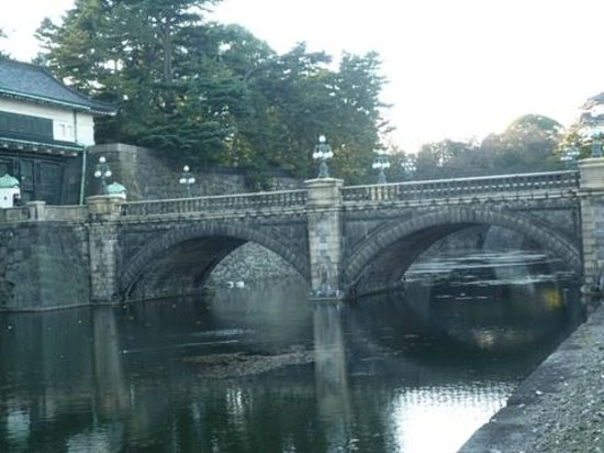 二重橋と正門石橋02 - Picture of Two-tiered Bridge (Ni-ju Bashi), Chiyoda - TripAdvisor