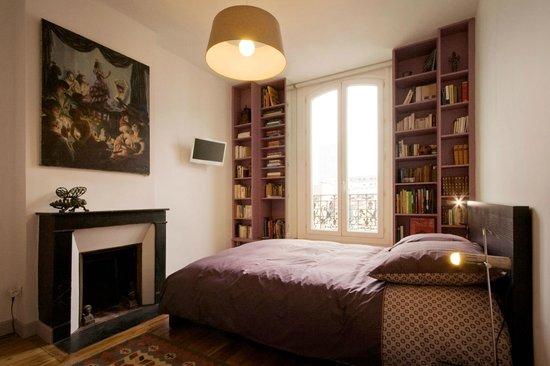 Home in La Défense : Appart. CALDER : une bibliothèque pour agrémenter vos soirées !