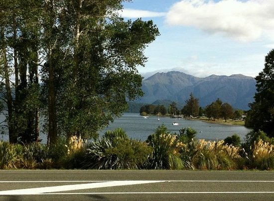 Te Anau Lakeview Holiday Park: Lake view.