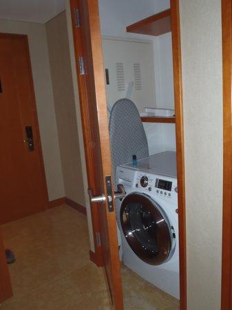 Oakwood Premier Coex Center: the laundry