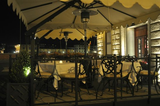 The St. Regis Florence: The Cafe outside the entrance 