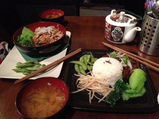 Momo Cafe: Dinner for two.