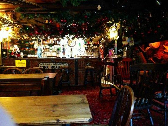 Northchapel, UK: Half Moon bar area