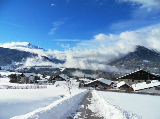 Ferienwohnungen Tiroler Alpenhof : Winter in Patsch