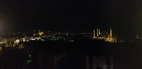 Deluxe Golden Horn Sultanahmet Hotel: Panoramic view from the terrace. Nice, isn't it?