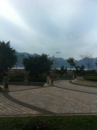 Shangri-La Hotel Wenzhou: view from the lobby