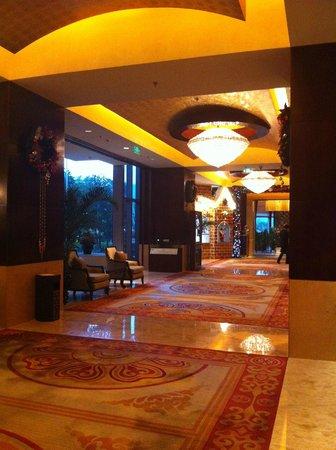 Shangri-La Hotel Wenzhou: the lobby