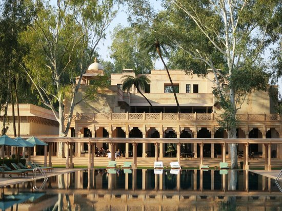 Amanbagh: View of the pool and the main dinning area