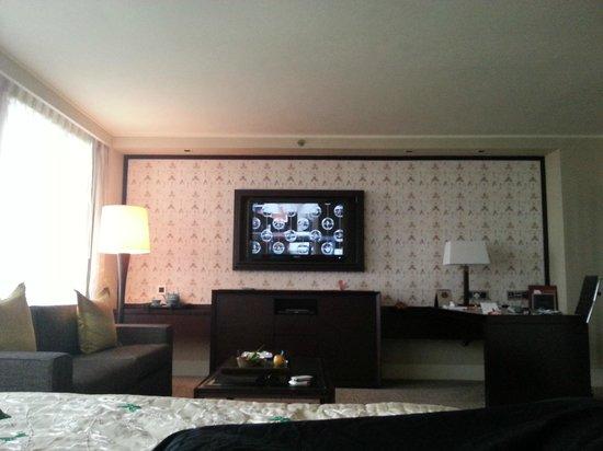Mandarin Oriental, Jakarta: TV
