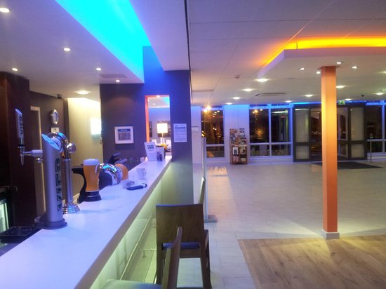 Foyer Area Bar : Bar in foyer area picture of holiday inn express preston