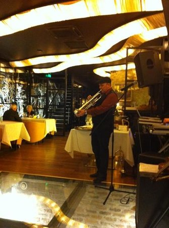 Restaurant Desiderata: Good music