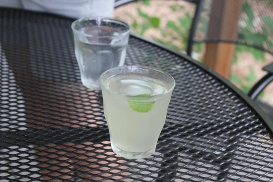 On the Creek Bed & Breakfast: welcome lemonade just after arrival