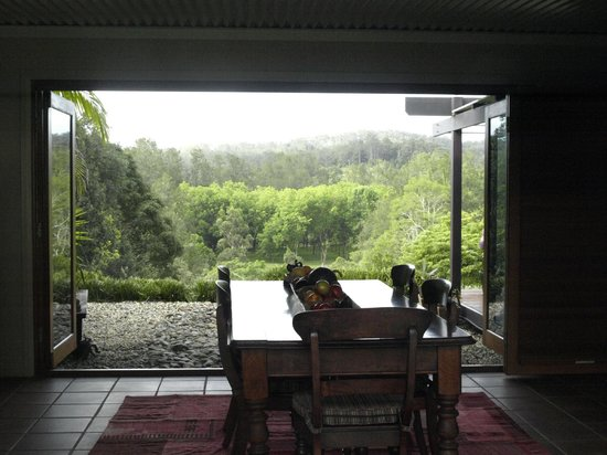 Lily Pily Country House : View out from the house towards the valley