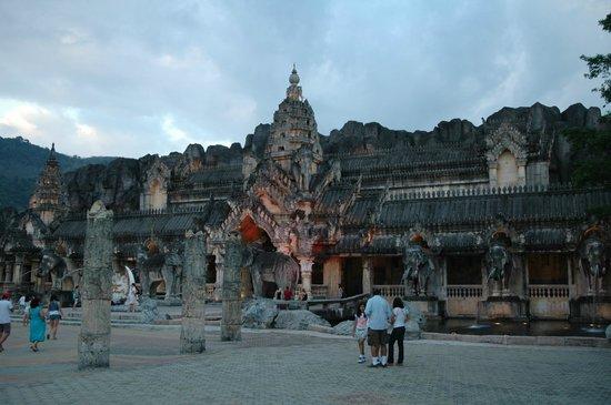 Phuket FantaSea: Arrival/entrance area