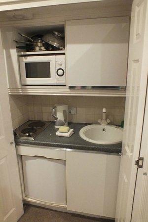 Astons Apartments: Cocina estudio doble ejecutivo