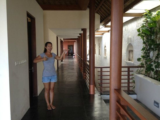 The Longhouse, Jimbaran-Bali: The Loooonghouse