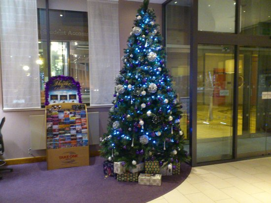 ‪‪Premier Inn London City (Old Street) Hotel‬: beautiful christmas tree at premier inn