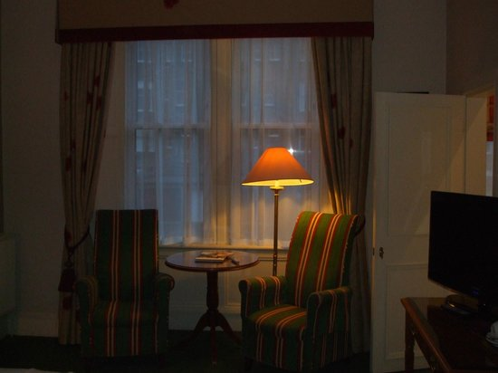 Channings Hotel: Could do with better lighting - difficult to apply make up