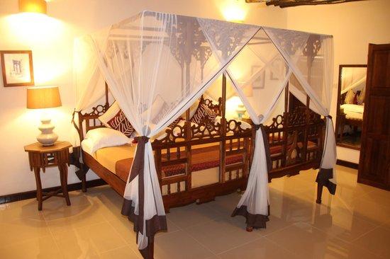 Ras Nungwi Beach Hotel: Le grand lit