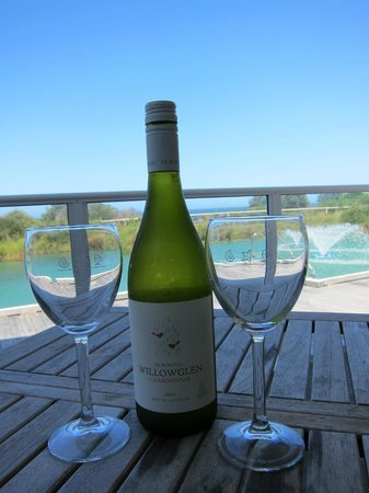 Caves Beachside Hotel: Enjoying the breeze with a complimentary bottle of wine