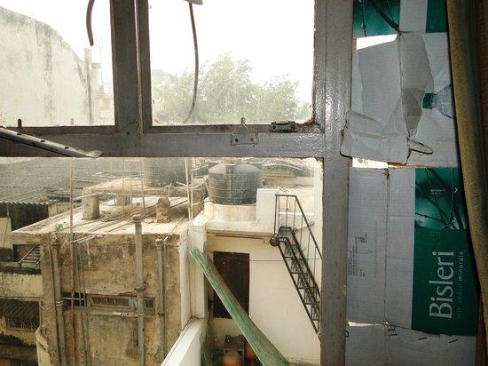 Hotel Classic: Fenster mit Pappe abgedichtet