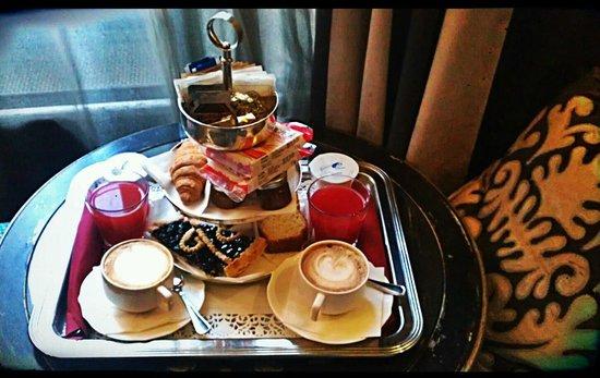 Hotel San Anselmo: Colazione in camera (Stanza 1000 Baci)