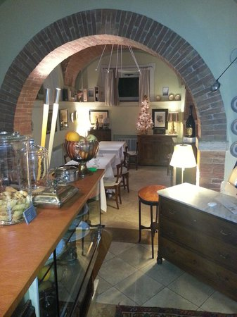 Osteria Il Granaio : vista dall'ingresso e bar