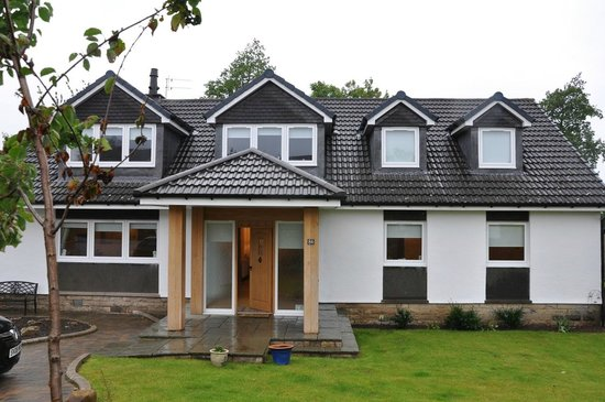Cramond Lodge B&B: View from the gate
