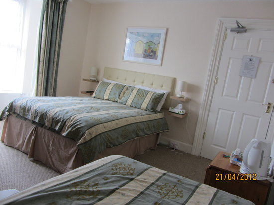 Engleton Guest House: Family en-suite, refurbed during 2012