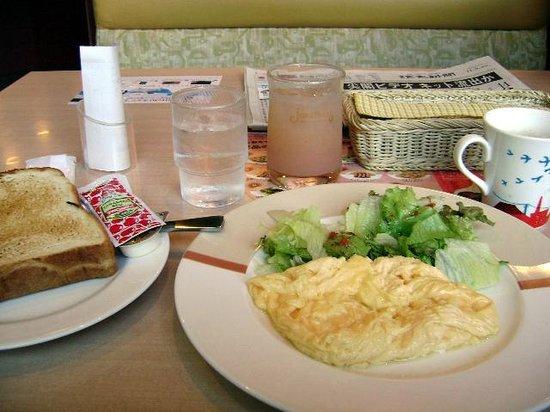 Tokyu Stay Shibuya Shin-minamiguchi : Complimentary breakfast of Scrambled eggs and a salad very good