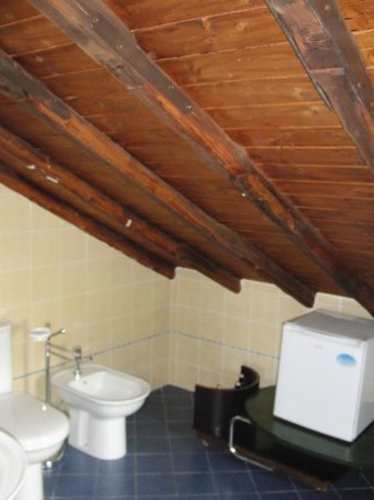 Villa Rosa  Etna Bed & Breakfast: Baño habitación azul