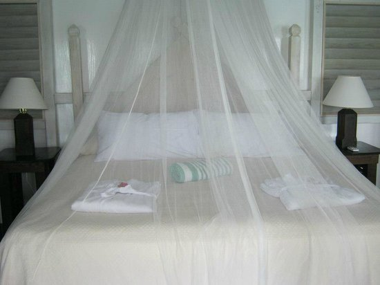 Cocobay Resort : bed