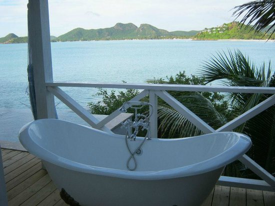 Cocobay Resort: Double slipper bathtub