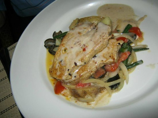 Cocobay Resort: Fisher with veggies - dinner