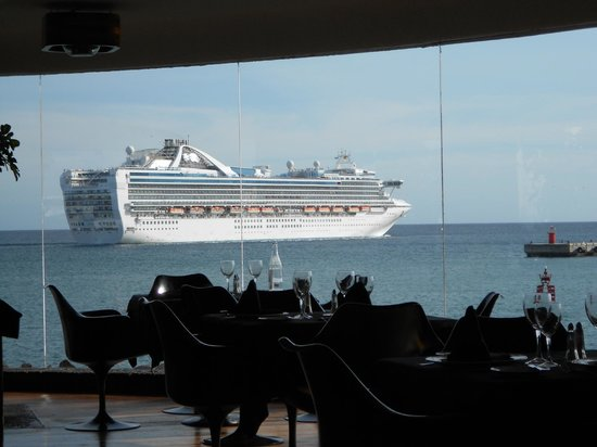 QueMUAC - Castillo de San Jose.: Cruiser departs from nearby harbour