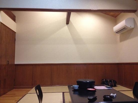 Okuyamaga Onsen Ryokan: 2人でしたが明るくて広いお部屋でした。
