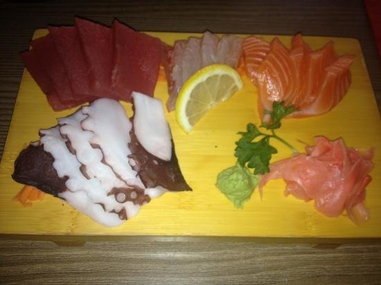 Sun Osaka : assortiments Sashimis
