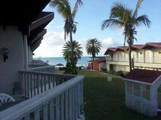 Halcyon Cove by Rex Resorts: taget från min balkong in mot gården
