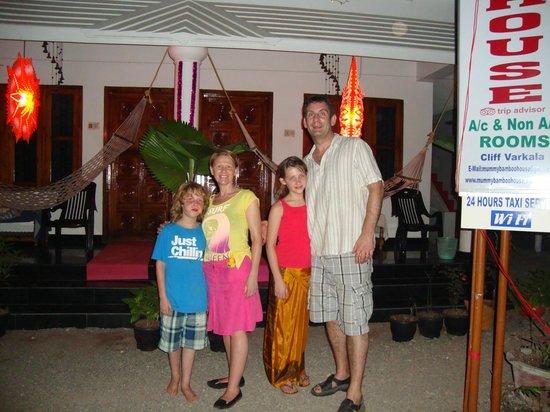Mummy Bamboo House: outside of hotel Xmas night