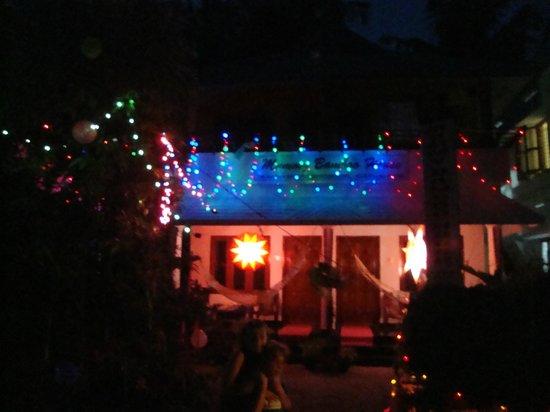 Mummy Bamboo House: Xmas lights on the hotel
