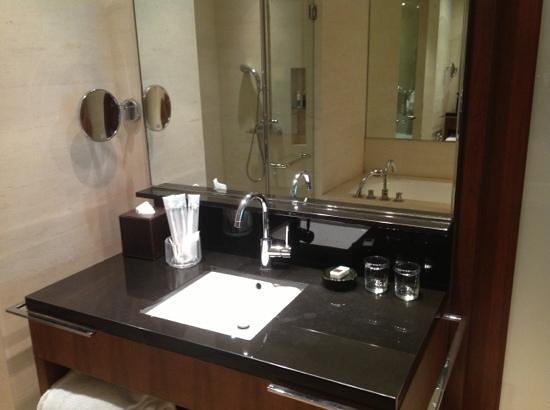 Amara Sanctuary Resort Sentosa: nice room amenities, clean t&b