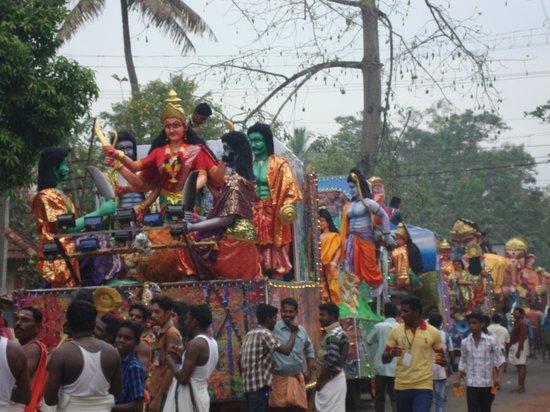 Mummy Bamboo House: temple festival