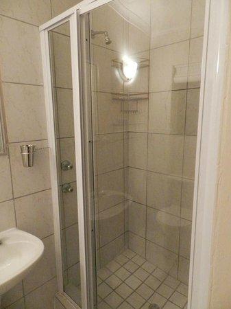 Shearwater On Sea : Shower in master bedroom en suite bathroom