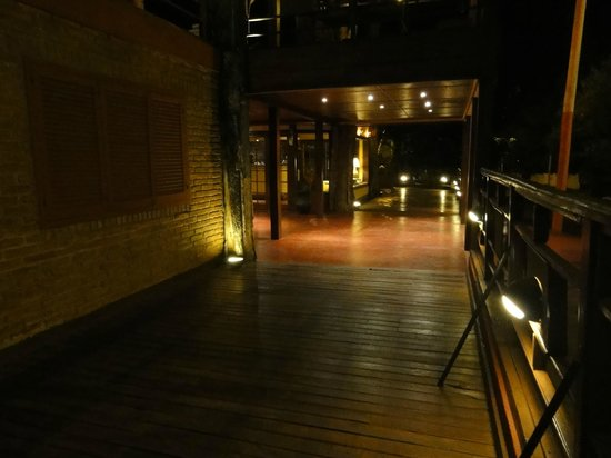 Passaro Suites Hotel : entrada hotel passaros